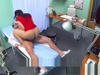 Bigass amateur caught on spycam fucking doc