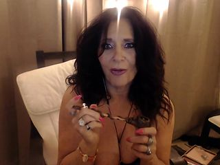 CAN I get a freak on the phone? Live Phonesex & smoking