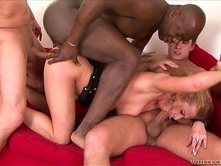 Slut Anita Vixen spreads her legs to be fucked in a gangbang