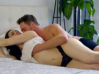 Side fucked in the morning during a very romantic tryout
