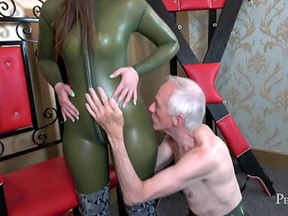 Serve and Worship Me - Goddess Vivienne l'Amour Masturbates
