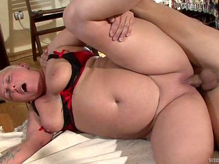 Blonde holds her mouth wide open while taking cum facial