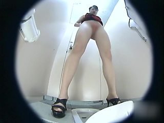 asian babes toilet close up 01