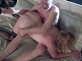 Mature chubby slutty housewife Marlene Riggs gives quite a solid blowjob