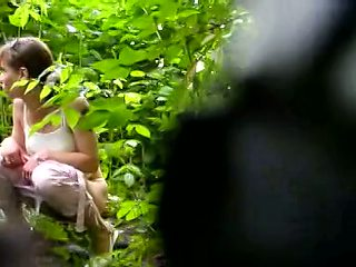 Russian girls pissing in the bushes