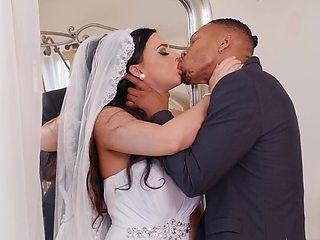 Future bride gets laid with the best man whose dick is insanely huge