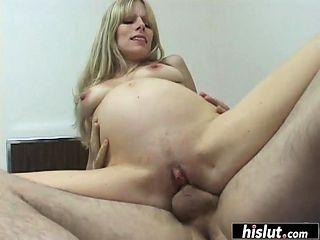 Pregnant blondie enjoys the good old 69
