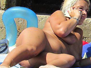 Nude Beach Voyeur Amateur - Close-Up Pussy MILF
