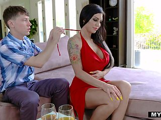 Tattooed sexy brunette Melissa Lynn bows to give a sensual blowjob