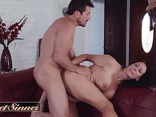 Tommy Gunn In Dilf Cheats On His Wife With Big Tit Milf