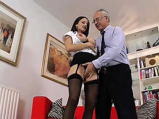 Lustful floosy Valentina Cruz enjoys a hard prick