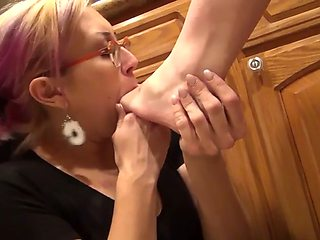 Mistress feet worship slave