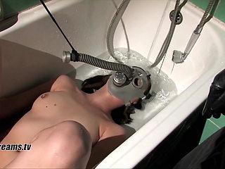 Yasemin's Bathtub Humiliation