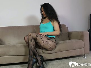 Beautiful chick in na hot outfit dances for you