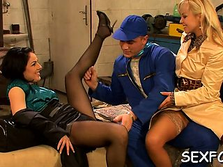 Dazzling beauty Sharka Blue brought to orgasm