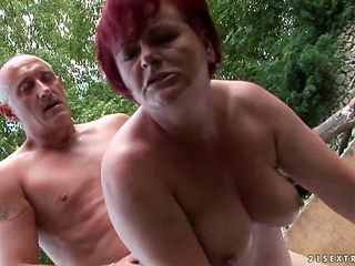 Mature woman with juicy ass shows her love for honeypot fucking