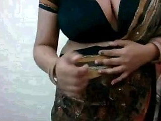 AWESOME SHOW OF BIG BOOBS BY A INDIAN HOUSEWIFE ON CAM