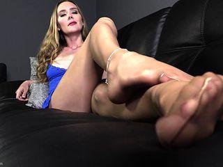 Sexy blonde enjoys foot fetish