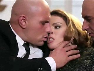 Hot wife cuckolding her hubby