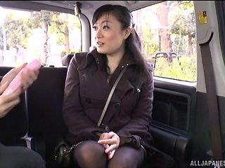 Amateur Asian babe picked up and pleasured in the back of the car